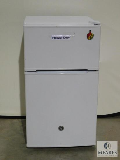 GE Small Dorm Sized white Refrigerator with Freezer