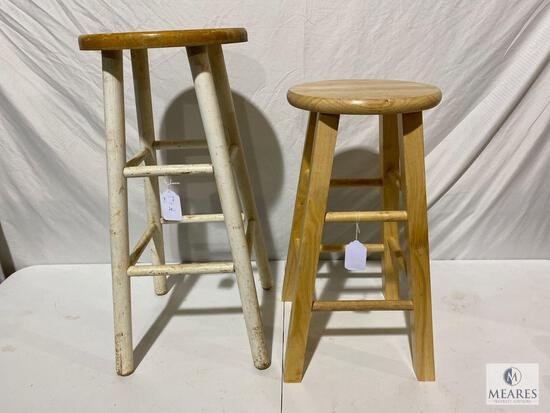 Lot of two Wooden Stools