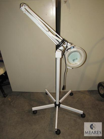 Rolling Magnifying Lamp - Operational