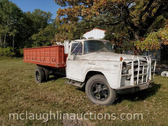 Older international single axle truck (hasn't run in several years) LATE ADDITION TO CATALOG