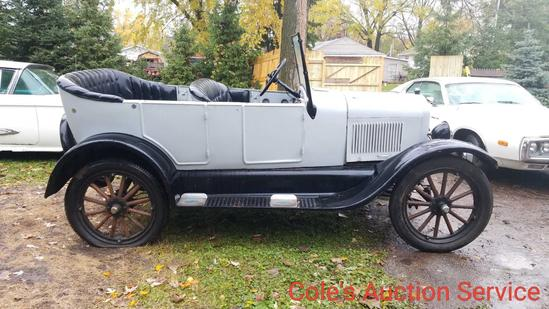 1926 Ford model T that looks to be in great condition. Ran and drove when parked. See photos for