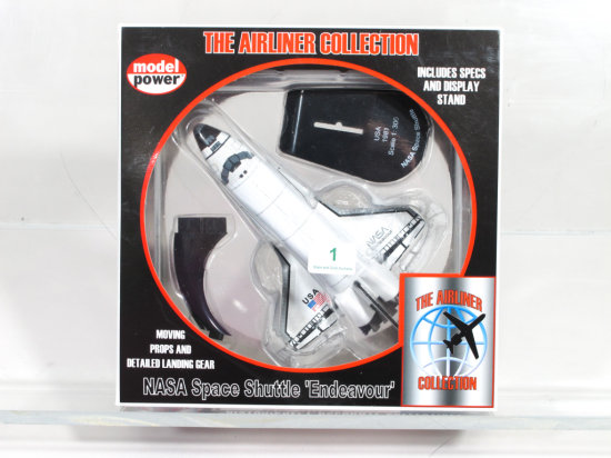 Model Power Airliner Collection 1:300 No. 5823 NASA Space Shuttle 'Endeavour'