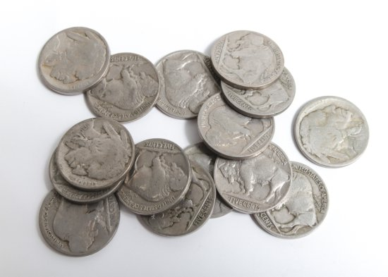 Lot of 15 circulated Buffalo nickels, six with acid raised dates