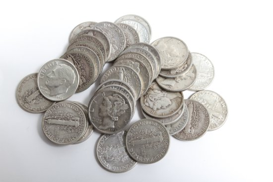 Lot of 35 circulated Mercury dimes, dates from 1917 to 1945