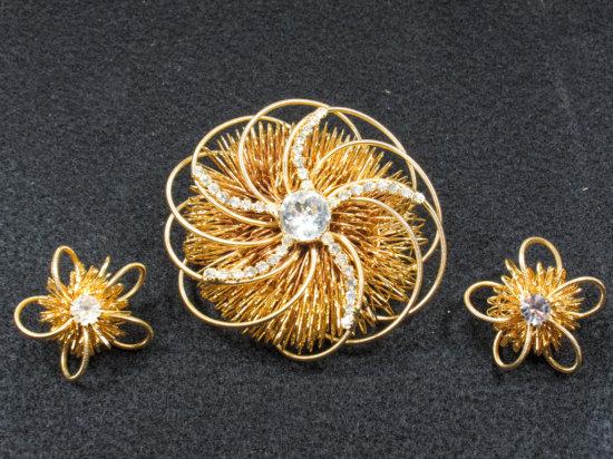 Signed Hattie Carnegie Wire Wrapped Gold Tone Vintage Brooch & Earrings