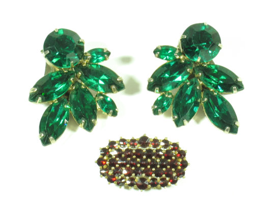 Emerald Green Crystal Vintage WEISS Signed Clip on Earrings w/ Garnet? Pin