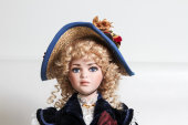 Online Porcelain and Novelty Doll Auction