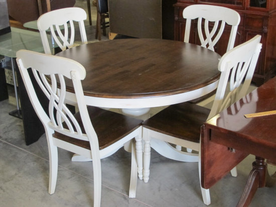 4' round French Country style table