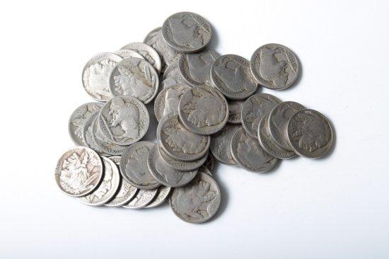 Lot: 37 well circulated Buffalo nickels