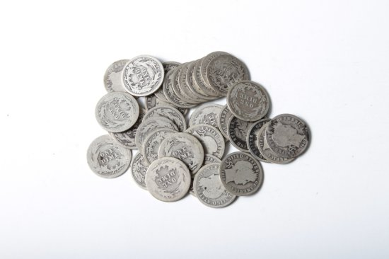 Lot: 33 well circulated Barber dimes
