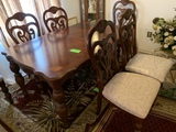Beautiful Dining Table With 6 Matching Chairs