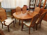 Thomasville Table With 2 Leaves And 6 Chairs