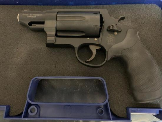 Smith & Wesson Governor 410 / 45