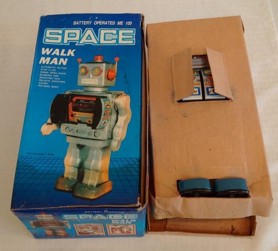 Vintage Tin Metal Japan Walking Robot Space Walk Man w/ Box Works Battery Op