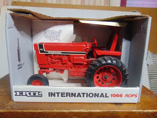 International 1066 with ROPS Spectial Edition Toy Tractor, NIB, 1/16 Scale