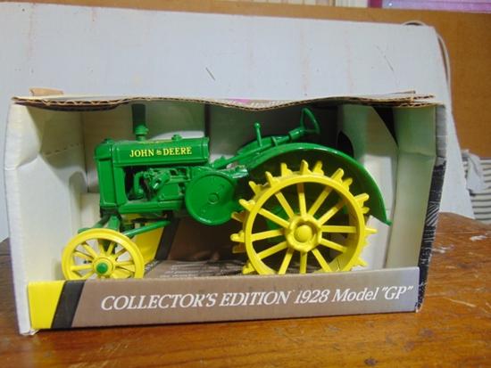 John Deere 1928 Model GP Standard Toy Tractor, NIB, 1/16 Scale