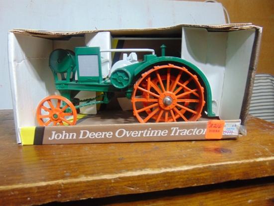 John Deere Overtime Toy Tractor NIB, 1/16 Scale