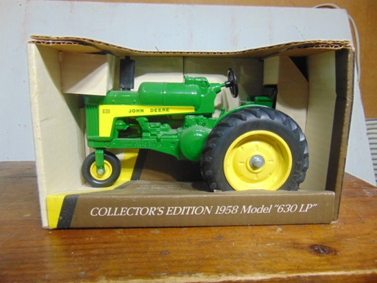 John Deere 1958 MODEL 630 LP, Propane Toy Tractor, NIB, 1/16 Scale
