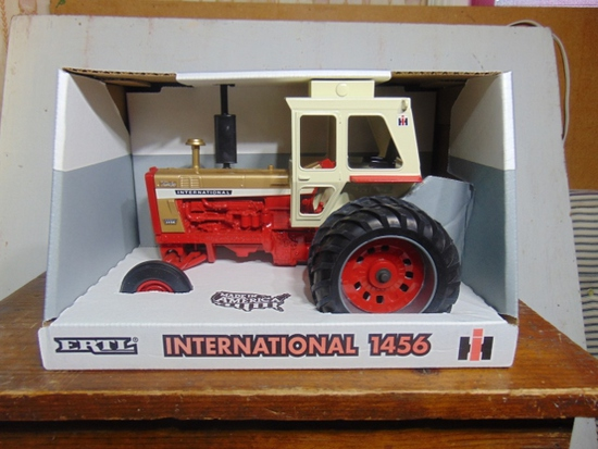 International Gold Demonstrator 1456, NIB, Toy Tractor, 1/16 Scale