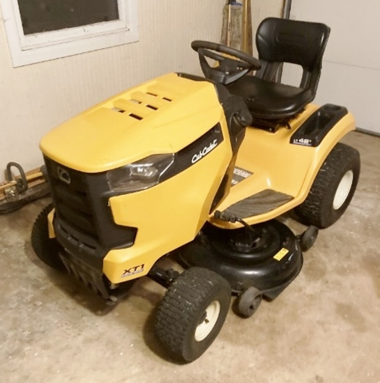 Very Nice Cub Cadet XT1 Riding Lawn Mower (Local Pick Up Only)