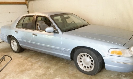 1999 Ford Crown Victoria LX 4 Door Sedan (Local Pick Up Only)