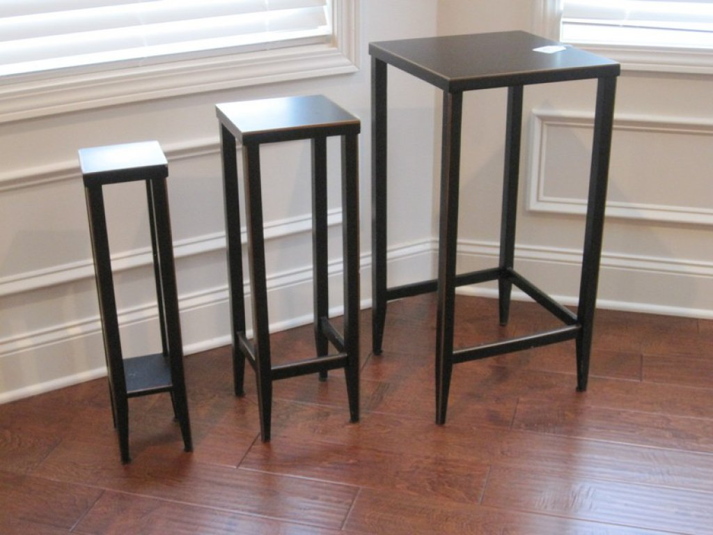 Set of 4 Black Lacquer Finish Nesting Tables on Tapered Legs w/ Gilt Trim Accent. ONLY 3 SHOWN