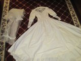Vintage Lace/Faux Pear Wedding Dress w/ Veil & Ring Pillows