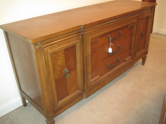 Thomasville Furniture Italian Provincial Neoclassical Style Breakfront Buffet