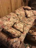Floral Patterned 2-Seat Couch w/ Cushions