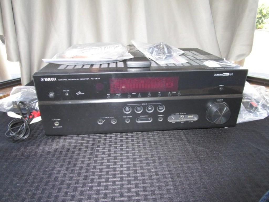 Yamaha RX-V575 Natural Sound Cinema DSP 3D Surround Sound System Control Center