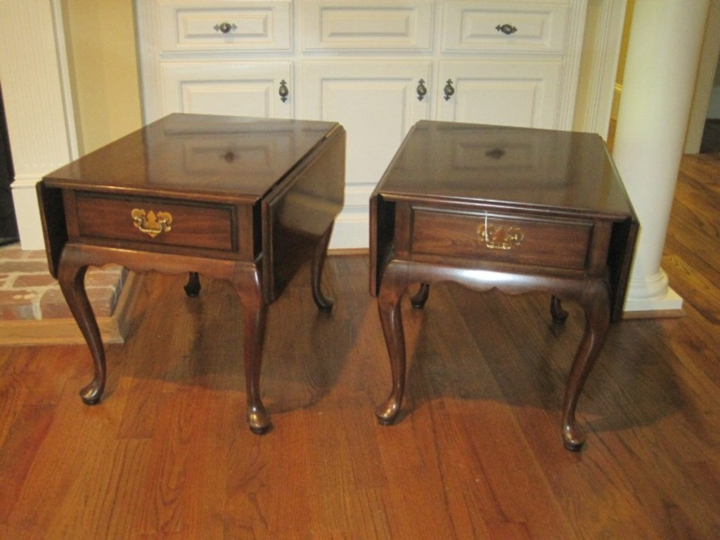 Lot Harden Furniture Cherry Queen Anne Style Drop Leaf End Tables W