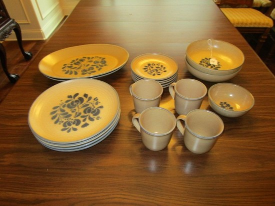 Pflatzgraff USA Stoneware Blue Rimmed Floral Center Lot