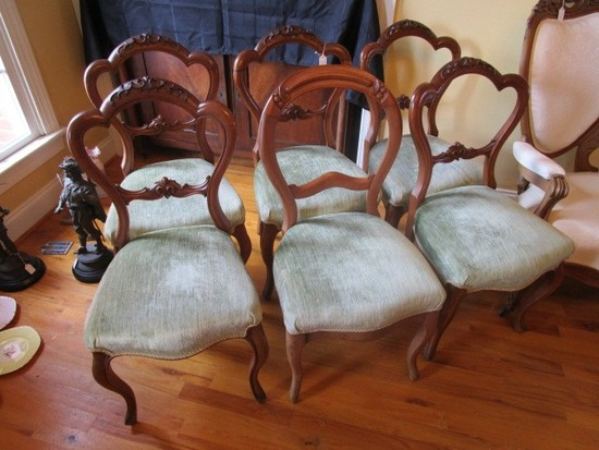 Lot - 7 Wooden Dining Chairs, 5 Arched Back, Curled Acanthus Leaf Motif, 2 Curved Back Chairs