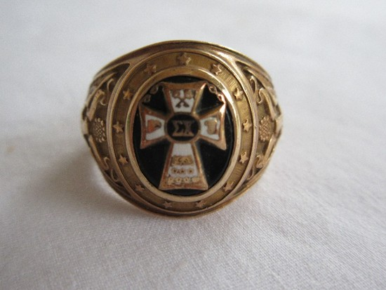 Vintage Balfour 10K Men's Sigma Chi Onyx Fraternity Ring Features Cross