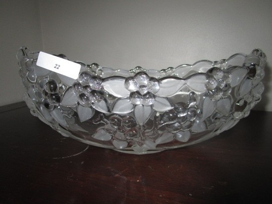 Etched Leaf/Floral Design Centerpiece Bowl Glass 10 1/2 End-End