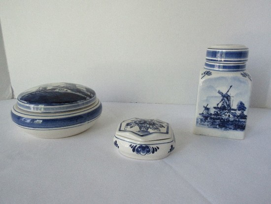 Lot - Delft Blue Hand Painted Wind Mill Landscape Pattern Covered Powder Dish