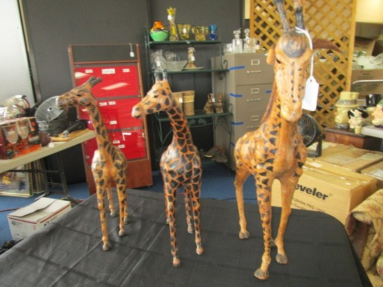 3 Standing Giraffe Décor Figurines