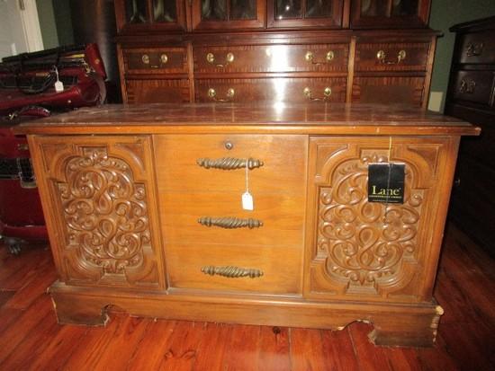 Lane Sweetheart AltaVista Wooden Bed-End Chest Ornate/Curved Fleur-De-Lis Front