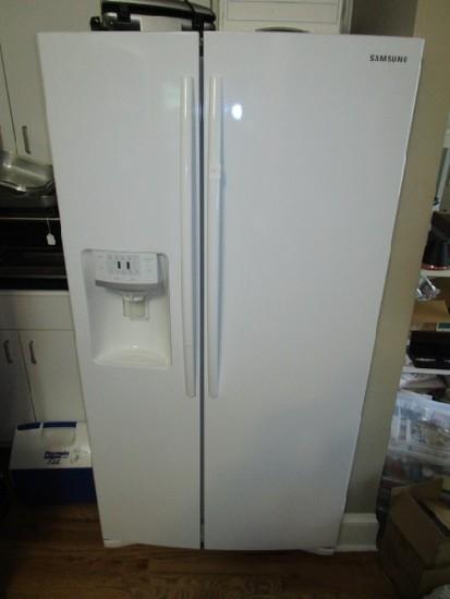 Samsung White Fridge/Refrigerator Model RS261MDWP