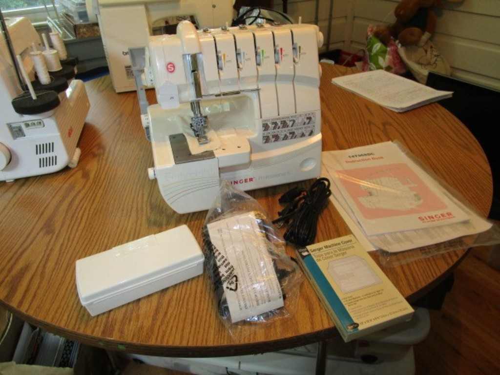 Professional 5 14T968DC Serger Singer Sewing Machine w/ 2-3-4-5 Thread Capability