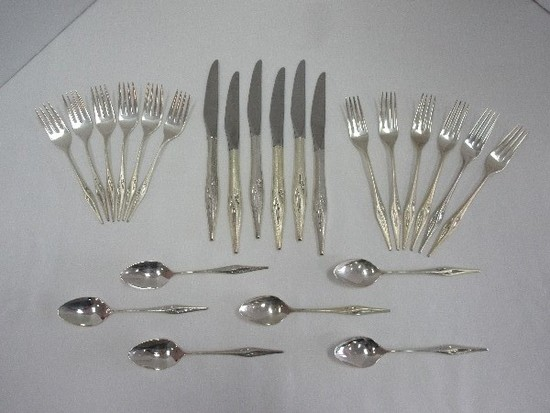 24 Pieces - Wallace Sterling Dawn Mist Burnished Top/Side Handles Foliate Design Silverware