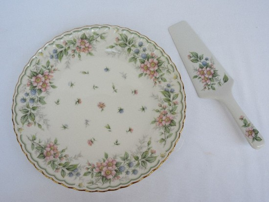 Andrea by Keito China Amiel Exceed Bon Pattern Pink & Blue Floral Spray Design Cake