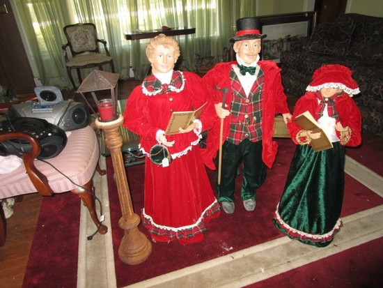 3 Standing X-Mas Carolers Garden Décor w/ Standing Votive Candle Lamp