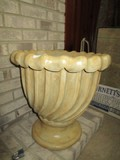 Large Ceramic Plate Twist/Bauble Trim Motif