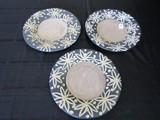 3 Décor Plates Black w/ White Floral Scallion Design