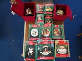 Lot - X-Mas Baubles, Cloisonne 2000 Bell, Ornaments, Keepsakes, 2 in Red Felt Boxes