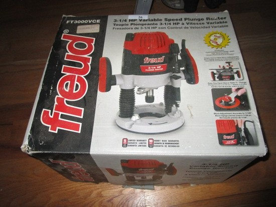 Freud 3 1/4HP Variable Speed Plunge Router in Box w/ Parts/Accessories