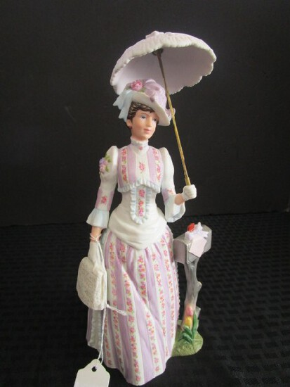 Avon Presidents Club Porcelain/Ceramic Figurine Purple Dress 1988 'Mrs. P.F.E. Albee' Award