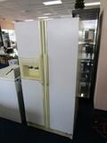Amana Vintage Fridge/Freezer w/ Ice Cubes/Water Dispenser White