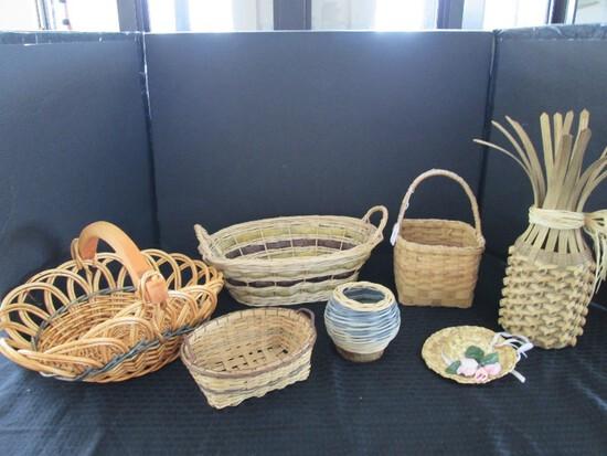 Wicker Lot - Wicker Baskets, Various Sizes, 1 Pineapple Décor